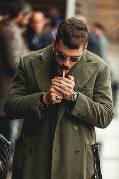 Hairstyles fashion Men's Street Style M: Estilo de rua masculino Style Gentleman, Gentleman Mode, Fashion Moda, Mens Fashion, Fashion Trends, Fashion Flatlay, Fashion Lookbook, Fashion Styles, Men Street
