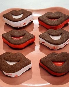 Lip-Shaped Ice Cream Sandwiches - http://www.diypinterest.com/lip-shaped-ice-cream-sandwiches/