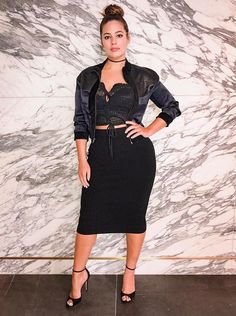 Ashley Graham is the first person who inspired me to wear a crop top and high waisted bottom Curvy Outfits, Plus Size Outfits, Fashion Outfits, Curvy Women Fashion, Plus Size Fashion, Womens Fashion, Petite Fashion, Fall Fashion, Looks Plus Size
