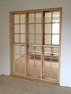 Re-used windows makes beautiful light, - Raumteiler Easy Wood Projects, House Design, Window Wall, Woodworking, Pretty House, Old Windows, Windows, House Interior, Built In Bookcase
