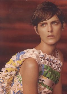 You are interested in Stella Tennant? Fashion ads, pictures, prints and advertising with Stella Tennant can be found here. Pixie Hairstyles, Cool Hairstyles, Haircuts, Grown Out Pixie, Androgynous Models, Dna Model, Stella Tennant, Karen Elson, Steven Meisel