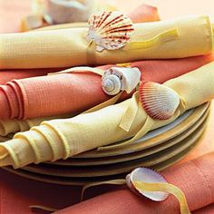 simple napkin rings < Drill tiny holes in individual shells and then string the shells onto twill tape. Tie them around napkins in a complementary color. Seashell Crafts, Beach Crafts, Summer Crafts, Diy Crafts, Beach Wedding Inspiration, Napkin Folding, Deco Table, Decoration Table, Beach Themes