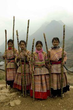 VIETNAM | H'MONG girls dressed for new year's celebration