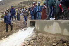 Se pone en marcha el sistema que permite llenar la presa y alimentar el sistema de riego en Rumi Corral.