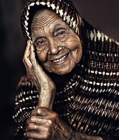 beautiful portrait of old lady Old Faces, Many Faces, Just Smile, Smile Face, Beautiful Smile, Beautiful People, Foto Face, Regard Intense, Ageless Beauty