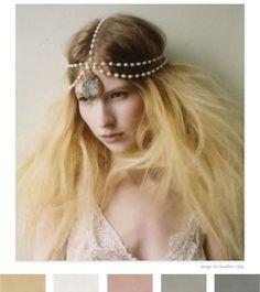 net n idee vir bridesmaids die headpiece in perels maar sonder die groot steun op voorkop.. (hou nie van die wilde hare nie..)