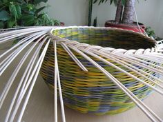 16) Zavírka Farah1 - Pedig a košíky Basket Weaving Patterns, Paper Basket, Outdoor Furniture, Outdoor Decor, Hammock, Garden Tools, Projects To Try, Crafts, Baskets