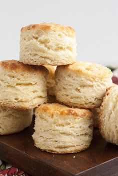 Foolproof Flaky Buttermilk Biscuits - oh my gosh, made these this morning. The technique makes them so light and flaky. These are just absolutely delicious! Biscuit Bread, Biscuit Recipe, Cupcakes, Sweet Bread, Love Food, The Best, Bakery, Food And Drink, Cooking Recipes