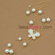 Fashion hand-made imitation pearl & rhinestone butterfly ornate strand necklace