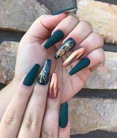 Champagne matte nails with gold foil - Nägel kunst - Uñas Solid Color Nails, Nail Colors, Nude Color, Sinful Colors, Best Acrylic Nails, Acrylic Nail Designs, Autumn Nails Acrylic, Cheetah Nail Designs, Gold Nail Designs