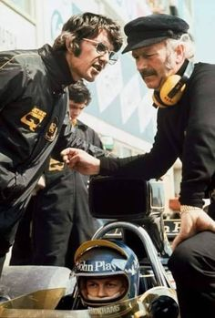 May Ronnie Peterson, Lotus 76 Ford, with Peter Warr and Colin Chapman. New Lotus, Lotus F1, Clay Regazzoni, Jody Scheckter, Brazilian Grand Prix, Spanish Grand Prix, Belgian Grand Prix, Racing Events, Vintage Cars