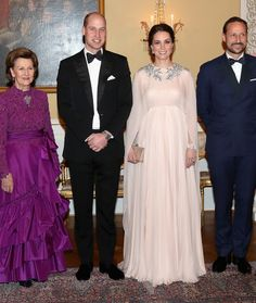 Kate Middleton Photos - Prince William, Duke of Cambridge and Catherine, Duchess of Cambridge (C) pose with Queen Sonja of Norway (L) and Crown Prince Haakon of Norway ahead of a dinner at the Royal Palace on day 3 of their visit to Sweden and Norway on February 1, 2018 in Oslo, Norway. - The Duke and Duchess of Cambridge Visit Sweden and Norway - Day 3