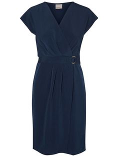 Pretty dress from VERO MODA. Go all in on the office look and style with a classic blazer.
