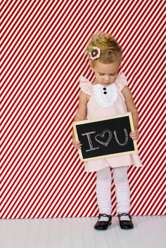 Cute idea for one if the holiday photo shoots on the blog.  gotta buy a little chalkboard...