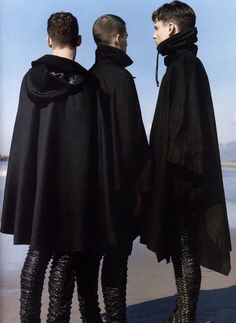 Very rare Raf Simons black cape. Dark Fashion, High Fashion, Mens Fashion, Fashion Menswear, Mens Cape, Simon Nessman, Black Cape, Long Black, Raf Simons