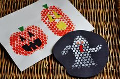 Bubble Wrap Stamping for Halloween - Crafts by Amanda