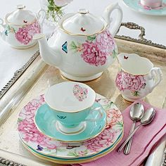 Expressions of colour and heart-warming florals make the fine china Blessings 3-Piece Tea & Cake Set from Miranda Kerr for Royal Albert an exquisite look for your tea-time.