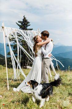 Boho Hochzeit Stie-Alm Bayern: Heiraten in den Bergen Bergen, Got Married, Getting Married, Boho Stil, Bavaria, Marie, Germany, Couple Photos, Dogs