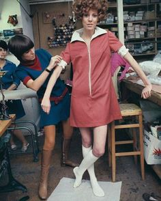 Mary Quant, a Welsh Fashion Designer and British Fashion Icon, doing her thing, 1967.#maryquant #1960s