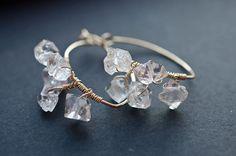 Hey, diesen tollen Etsy-Artikel fand ich bei https://www.etsy.com/de/listing/224280116/herkimer-diamond-hoop-earrings-hoop  72.- euro