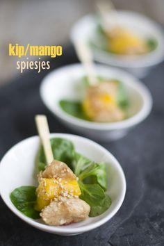 Spiesje: kip met mango - Brenda Kookt! Snacks, Snack Recipes, Toothpick Appetizers, Taco Wraps, Party Chicken, Party Finger Foods, Tempura, Antipasto, Pesto