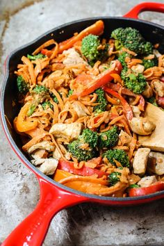 A slightly spicy and addicting thai peanut stir-fry with chicken and veggies all on top of gorgeous spiralized sweet potato noodles. Healthy, protein-packed and ready in less than 30 minutes.