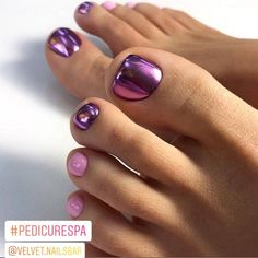 Pedicure Spa con gelish y efecto 💅🏼💜 📲citas:5563586251  pedi spa gelish efecto Purple Toe Nails, Pretty Toe Nails, Cute Toe Nails, Toe Nail Color, Summer Toe Nails, Toe Nail Art, Nail Colors, Pedicure Nail Art, Pedicure Designs