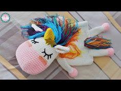 Unicornio guarda pijamas a crochet - Patrones gratis Crochet Diy, Learn To Crochet, J Bag, Range Pyjama, Dou Dou, Amigurumi Tutorial, Baby Comforter, How To Start Knitting, Knitting Videos