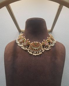 Jewelry Necklace Making Indian Jewelry Sets, Indian Wedding Jewelry, Bridal Jewelry, Pearl Necklace Designs, Gold Earrings Designs, Bead Jewellery, Beaded Jewelry, Latest Jewellery, Trendy Jewelry