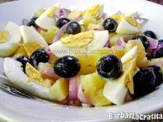Salata orientala de cartofi: masline, ceapa, ou, ulei, oțet