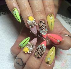 Tropical bling nails