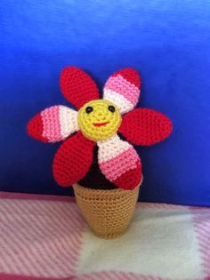 This crochet amigurumi flower is perfect for a green thumb or the friend who kills every other plant. No water needed and thrives even without sunlight.  Crochet Amigurumi Smiling Flower in a Pot - Media - Crochet Me