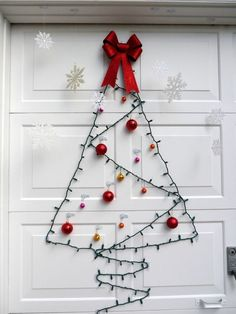 40 Amazing Christmas Decoration Ideas For The Lazy People Christmas Celebrations Wall Christmas Tree, Christmas Door Decorations, Office Christmas, Simple Christmas, All Things Christmas, Christmas Lights, Christmas Holidays, Christmas Ideas, Holiday Ideas
