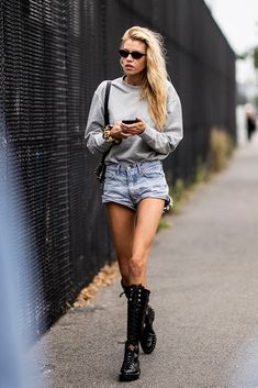 NEW MODEL LOOK Street style outfit ootd fashion style models style beautiful girls Look Street Style, New York Fashion Week Street Style, Model Street Style, Spring Street Style, Street Fashion, Models Style, Leotard Fashion, Dress Up Jeans, Look Casual