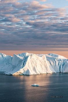 Greenland. OJALA NO SIGAN DERRITIENDOSE.