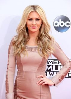 """This """"Rich Kids of Beverly Hills"""" star's blonde waves are flawless, but we can't get enough of Morgan Stewart's matchy-matchy lipstick-and-dress combo. #Celeb #Beauty"""