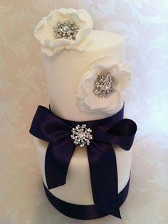 Black and white flower cake.