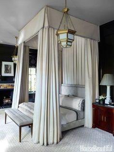 cama com dossel, dossel, dossel na decoração, cama mosqueteiro, cama mosqueteiro na decoração, dossel decor, quarto de casal bem decorado!