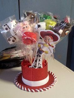 Centro de mesa de toy story Toy Story Baby, Toy Story Theme, Toy Story Birthday, 2nd Birthday Parties, School Window Decorations, Birthday Decorations, Woody Party, Festa Toy Store, Cumple Toy Story