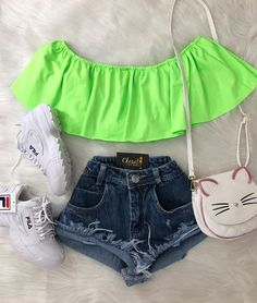 May 2020 - La imagen puede contener: 1 persona, pantalones cortos Girls Fashion Clothes, Trendy Clothes For Women, Teen Fashion Outfits, Swag Outfits, Tween Fashion, Cute Comfy Outfits, Cute Summer Outfits, Pretty Outfits, Stylish Outfits