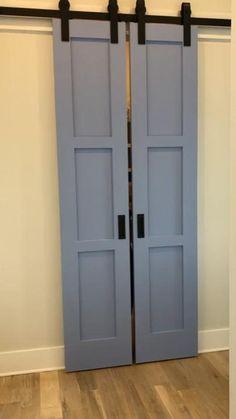 Küchen Design, Clever Design, Door Design, Design Ideas, Swinging Doors Kitchen, Ideas De Closets, Closet Ideas, Barn Door Console, Diy Sliding Barn Door