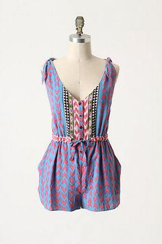 Perfect little romper for tropical sightseeing or a day at the beach.