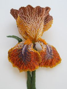 ~~Bronze Iris, beaded brooch by Karen Paust~~ this looks vintage but probably not. It is absolutely amazing in any case. Seed Bead Flowers, French Beaded Flowers, Seed Beads, Beaded Brooch, Beaded Jewelry, Jewellery, Ideas Joyería, Beading Techniques, Karen