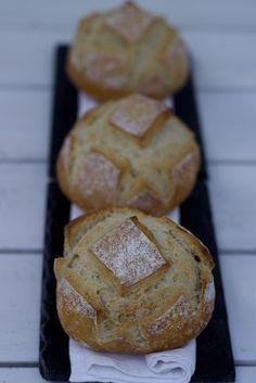 Petits pains blancs tout simples.