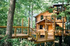 The perfect family getaway - these tree house cabins in Millersburg, Ohio are straight out of a childhood fantasy. Book online today!