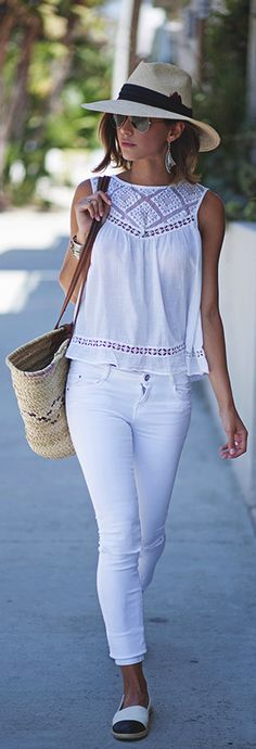Shop New Arrivals and check out the latest Outfit Ideas and Inspiration ⭐ Boho Chic Fashion Style 2018 featuring boho hippie gypsy style clothing and apparel store. Available for retail and wholesale. ⭐ Visit our Store with a click! White Jeans Outfit, White Outfits, Casual Outfits, Casual Jeans, White Pants, White Jeans Summer, Look Fashion, Trendy Fashion, Floral Fashion