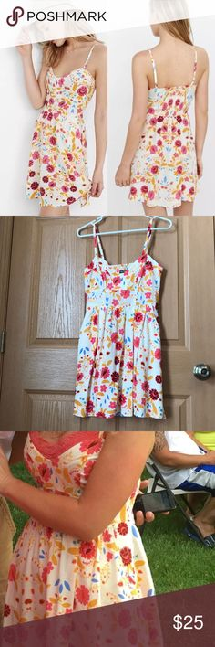 Express ivory floral sundress 🌸🌼 Express ivory floral sundress with adjustable straps and pockets! Supper cute and perfect for summer! Worn once on my birthday, in new like condition! Express Dresses