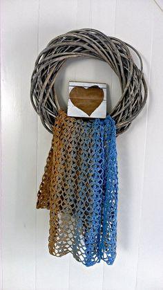 unikat blog groot Poncho Shawl, Crochet Poncho, Love Crochet, Chrochet, Crochet Gifts, Crochet Scarves, Crochet Clothes, Crochet World, Crochet Accessories