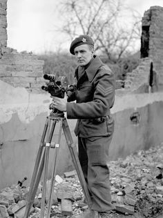 Sergeant L. Clarke, a cameraman with the Canadian Army Film and Photo Unit, south of Nijmegen, Netherlands, 10 February LAC Canadian Soldiers, Canadian Army, Canadian History, British Soldier, British Army, Royal Canadian Navy, Ww2 Photos, Movie Camera, War Photography
