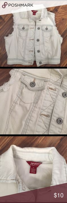 🛍Denim Jean jacket Very very light blue. Size medium.  I just did a price reduction! Price is firm, don't send me offers (they will be declined) this is the lowest that I will go Arizona Jean Company Jackets & Coats Jean Jackets